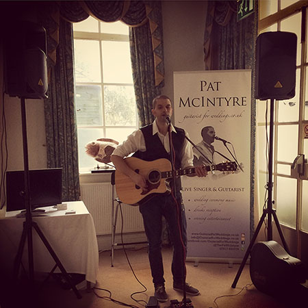 image of Pat McIntyre performing at Bristol Vintage Wedding Fair