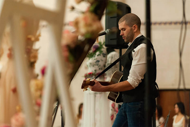 Image of Pat playing at the Chosen Wedding Fair
