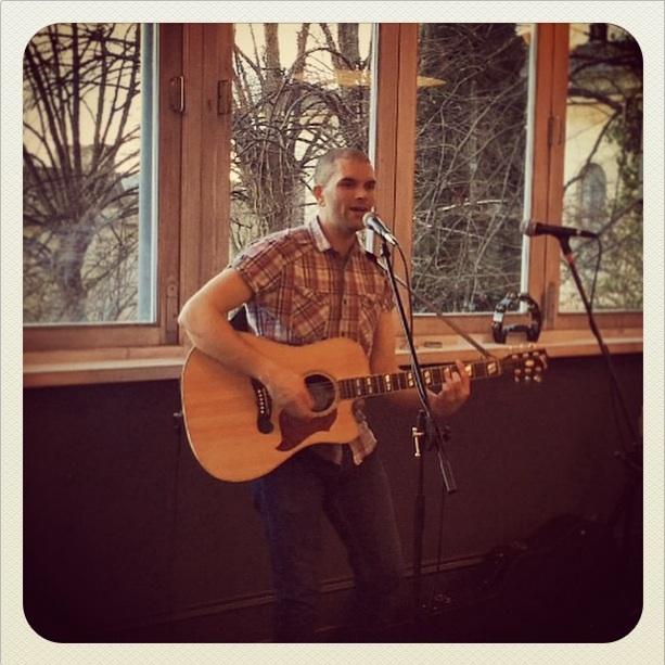 image of Pat McIntyre guitarist and singer